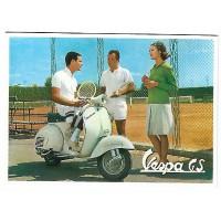 Carte Postale 10x15 Vespa GS au tennis - Centenaire Editions